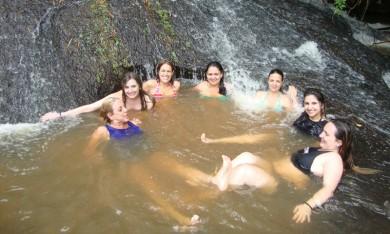 Trilha com Cachoeira 6